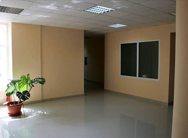 Birouri compartimentate in zona centrala - imaginea 1