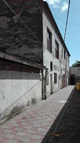 Casa de vanzare in zona Balcescu! - imaginea 1