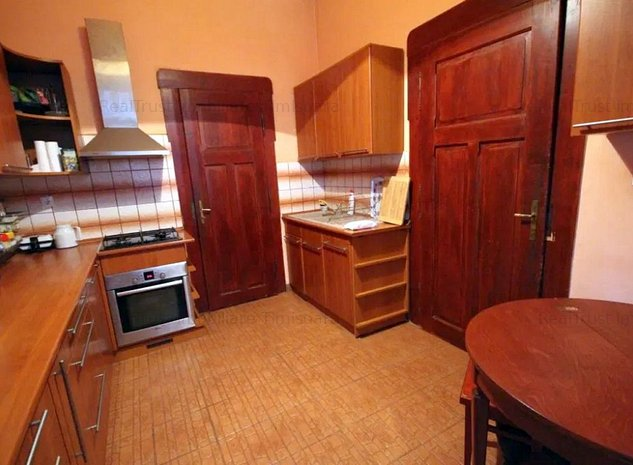 OCAZIE! Apartament cladire istorica, renovat complet, LA CHEIE! - imaginea 1