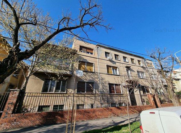 OCAZIE! Apartament ultracentral, et.1, foarte spațios, cu acces auto și garaj! - imaginea 1