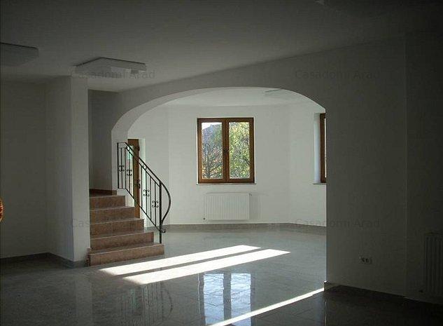 Casa de vânzare 11 camere - imaginea 1
