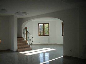Casa de vânzare sau de închiriat 11 camere, în Arad, zona Subcetate