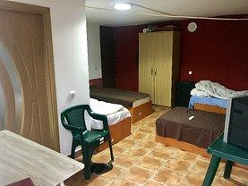 Casa de închiriat 4 camere, în Sacele, zona Central