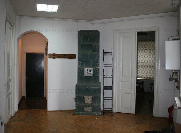 Apartament in vila, pretabil rezidential sau office - imaginea 1