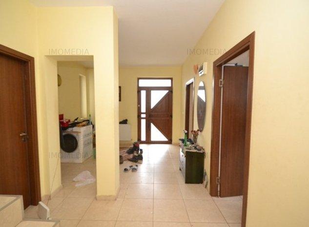 vila p+e, 6 camere, 4 bai, zona Aradului-Torontal, 1.200 eu - imaginea 1