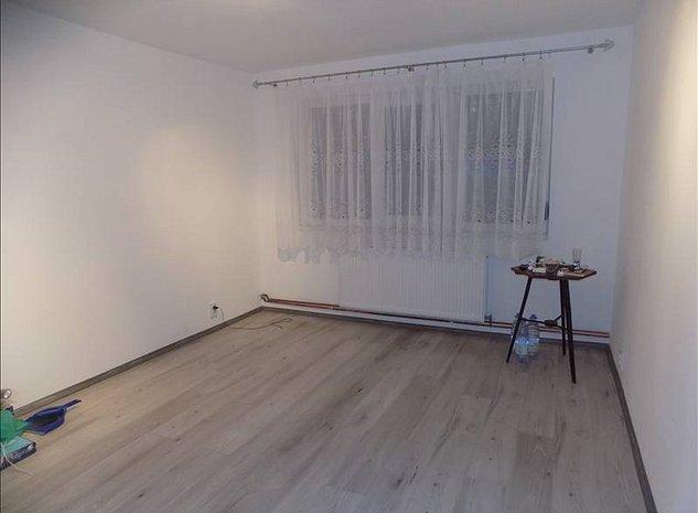Apartament recent amenajat cu centrala proprie - imaginea 1