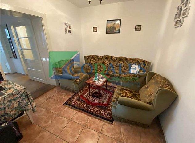 Casa individuala renovata, zona Lunei. - imaginea 1