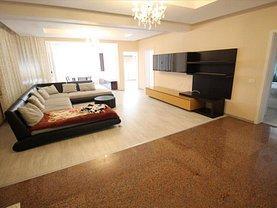 Apartament de închiriat 4 camere, în Bacau, zona CFR
