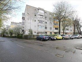 Apartament de vânzare 4 camere, în Bacău, zona Republicii