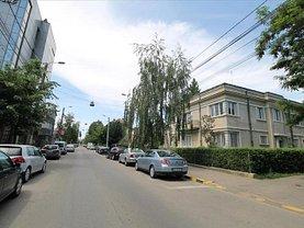 Casa de vânzare 4 camere, în Bacau, zona Central
