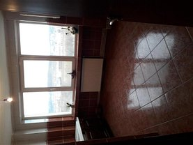 Apartament de închiriat 3 camere, în Sfantu Gheorghe, zona Central