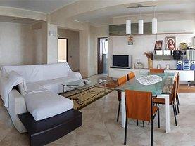 Casa de vânzare 8 camere, în Bacau, zona Central