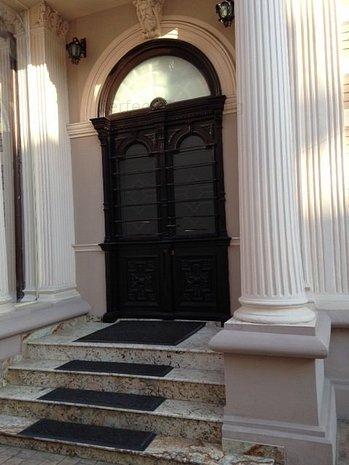 Universitate - Magheru, vila reprezentativa renovata complet - imaginea 1