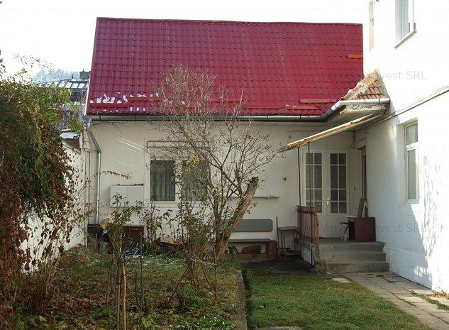 Casa de vanzare zona Brasovul vechi, curte comuna, intrare separata - imaginea 1