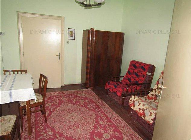 Casa singur in curte zona centrala! - imaginea 1