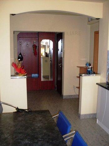 Apartament 3 camere, confort1, decomandat - imaginea 1