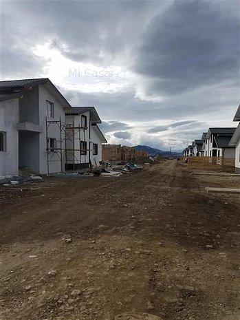 Casa singur in curte Izvor - imaginea 1
