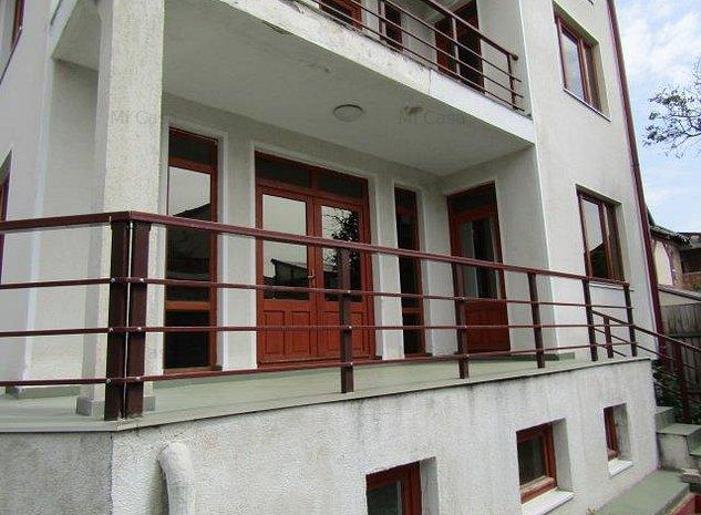 Vila D+P+E+M 12 camere curte,garaj,zona Mihai Viteazu - imaginea 1