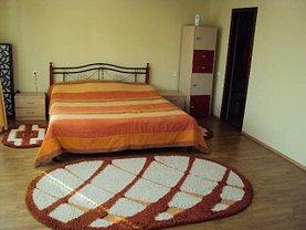 Casa de închiriat 3 camere, în Cristian, zona Central