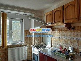 Apartament de vânzare sau de închiriat 3 camere, în Botosani, zona Est