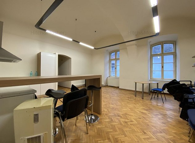 Apartament in imobil istoric, situat ultracentral, Piata Libertatii - imaginea 1