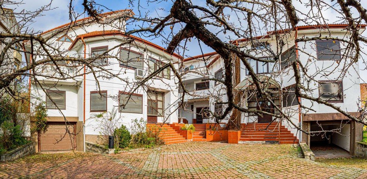 De vanzare, imobil, suprafata generoasa, situat central - Timisoara - imaginea 1