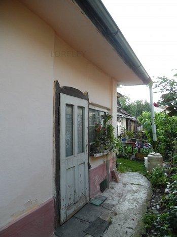 Casa demolabila in 7 Noiembrie - imaginea 1