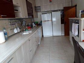 Casa de închiriat 5 camere, în Bucureşti, zona Străuleşti