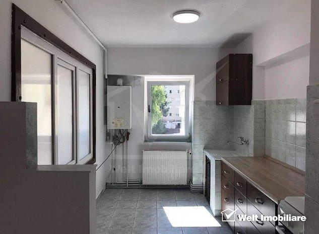 Apartamente 3 camere, 2 bai, balcon, in Manastur, zona centrala a cartierului - imaginea 1