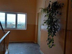 Apartament de vânzare 4 camere, în Arad, zona Aurel Vlaicu