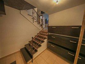 Apartament de vânzare 3 camere, în Arad, zona Polivalenta