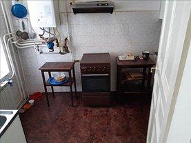 Apartament de vânzare 3 camere, în Arad, zona Boul Roşu