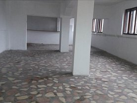 Casa de vânzare sau de închiriat 8 camere, în Sagu