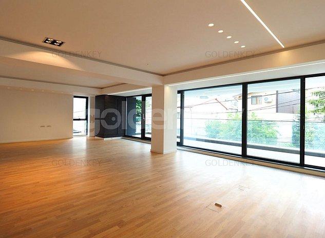 Apartament ultra-finisat cu 5 camere, vedere libera, 2 garaje - imaginea 1
