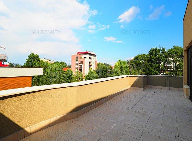 Penthouse modern cu 3 camere, terasa, vedere lac - imaginea 1