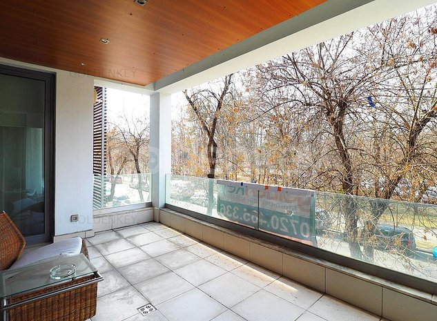 Apartament cu 3 camere, vedere totala parc, 2 garaje - imaginea 1