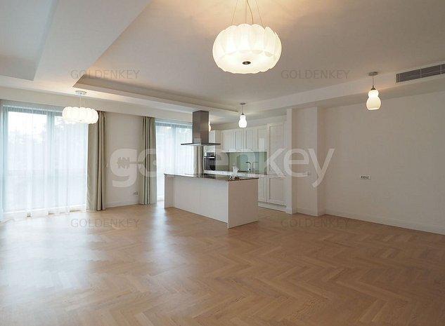 Apartament cu 3 camere, zona premium, garaj - imaginea 1