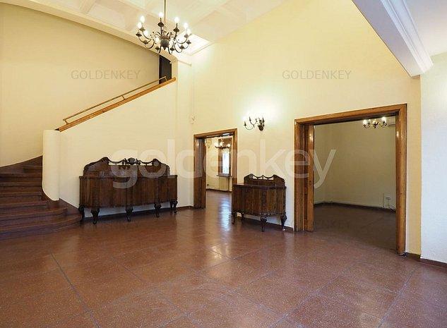 Vila spatioasa cu 6 camere pretabila pentru birouri | 216mpu - imaginea 1