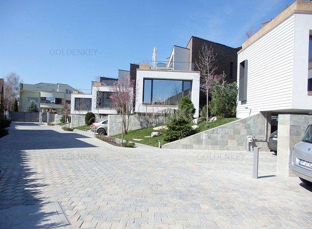 Vila minimalista cu piscina interioara comuna si sauna - imaginea 1
