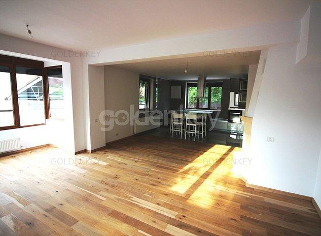 Vila moderna cu panouri solare si garaj dublu - imaginea 1