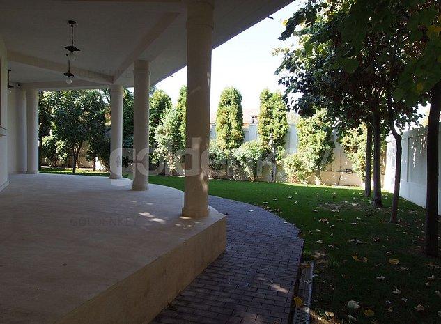 Vila impresionanta langa liziera padurii, piscina si 2 garaje - imaginea 1