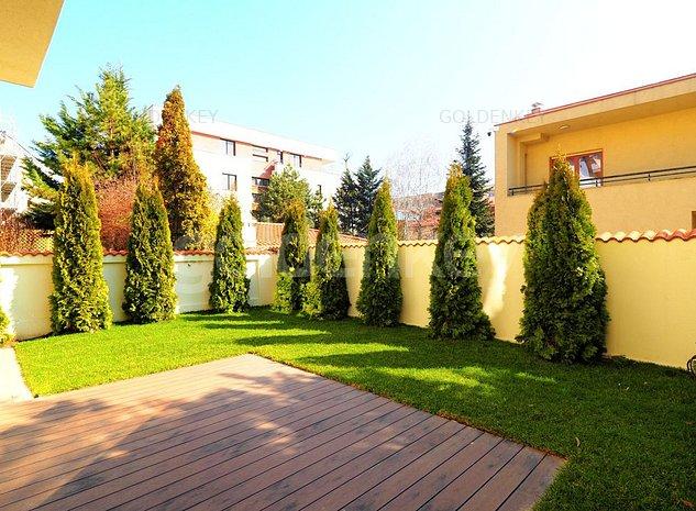 Vila cu 7 camere, 4 bai | renovata integral 2020 | strada privata - imaginea 1