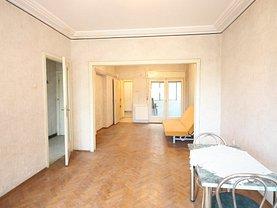 Apartament de vânzare 3 camere, în Bucureşti, zona P-ţa Romană