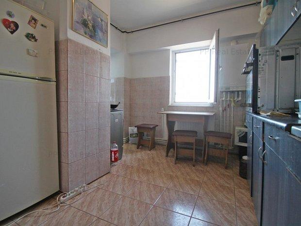 Bd Tomis - Apartament 3 camere , 3 balcoane - imaginea 1