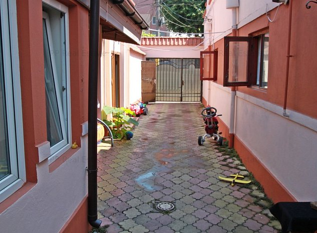 Casa caramida - zona Trocadero - imaginea 1