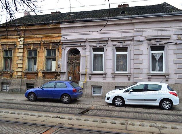 Cladire istorica intre P-ta Balcescu si P-ta Maria - imaginea 1