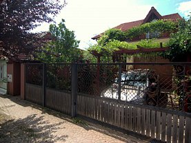 Casa de vânzare sau de închiriat 4 camere, în Timişoara, zona Girocului