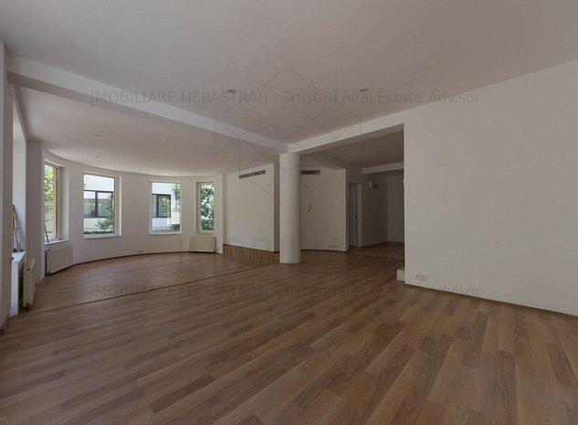 Felicia Residence - vila cu 7 camere in zona Herastrau la 50 m de parc - imaginea 1