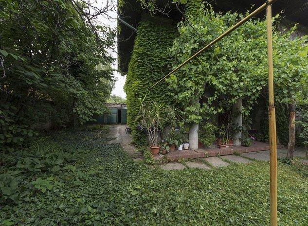 Casa / Vila cu 5 camere de vanzare in zona Primaverii - imaginea 1