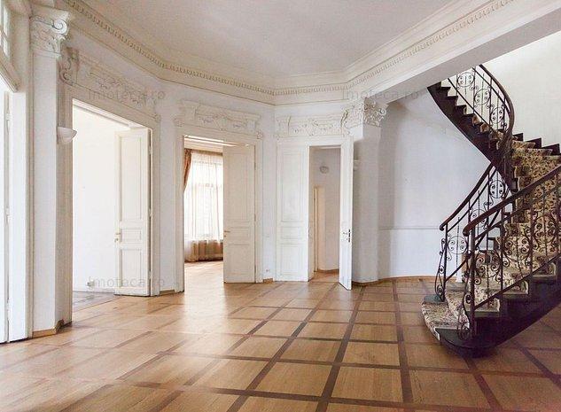 Vila renascentista cu 13 camere de inchiriat langa Calea Victoriei - imaginea 1